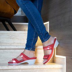 Laura-piros-lábas-600x600-logónélkül
